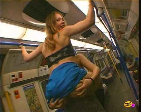 nude workers subway jpg 1000x800